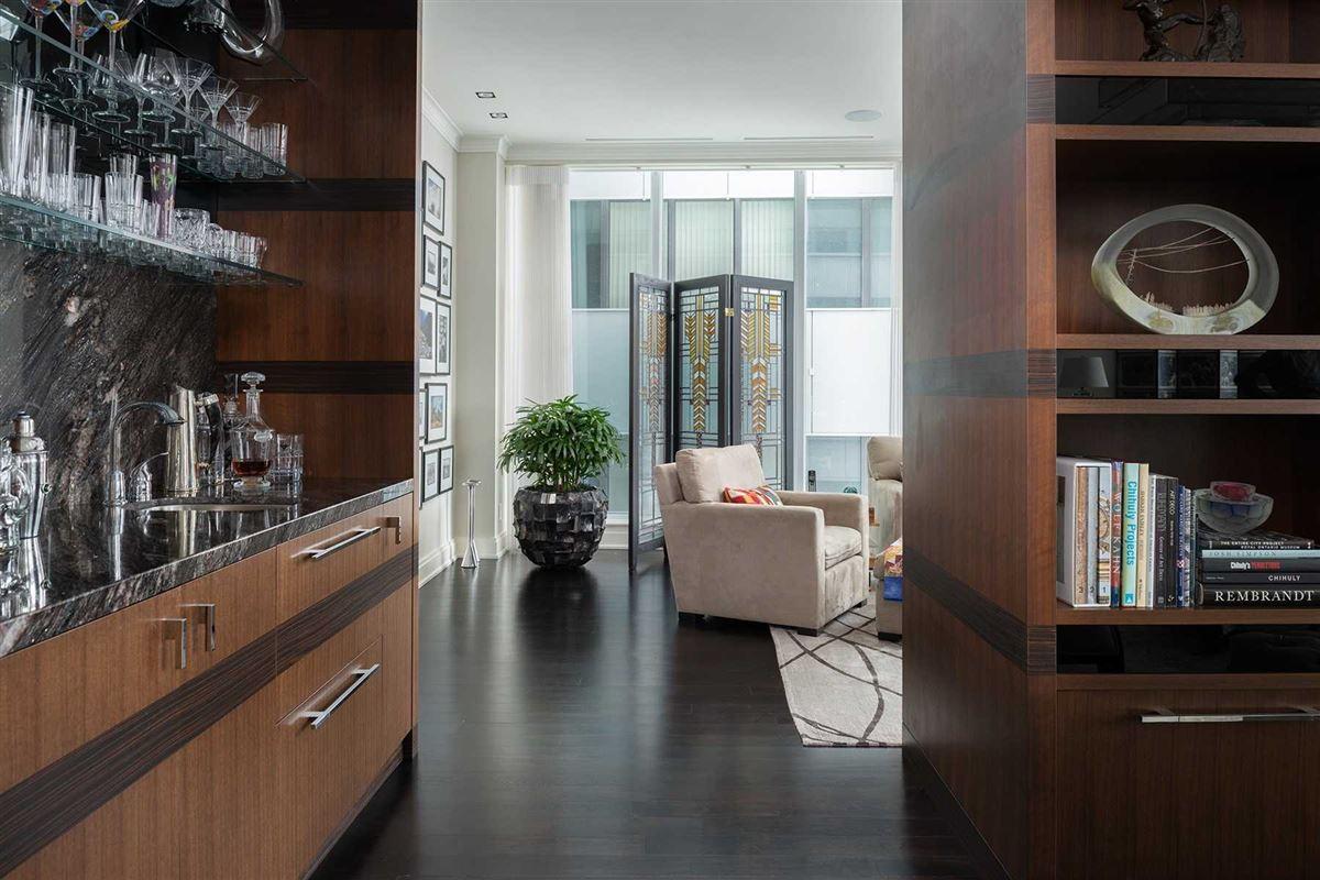 full-floor home at landmarked Museum House luxury homes