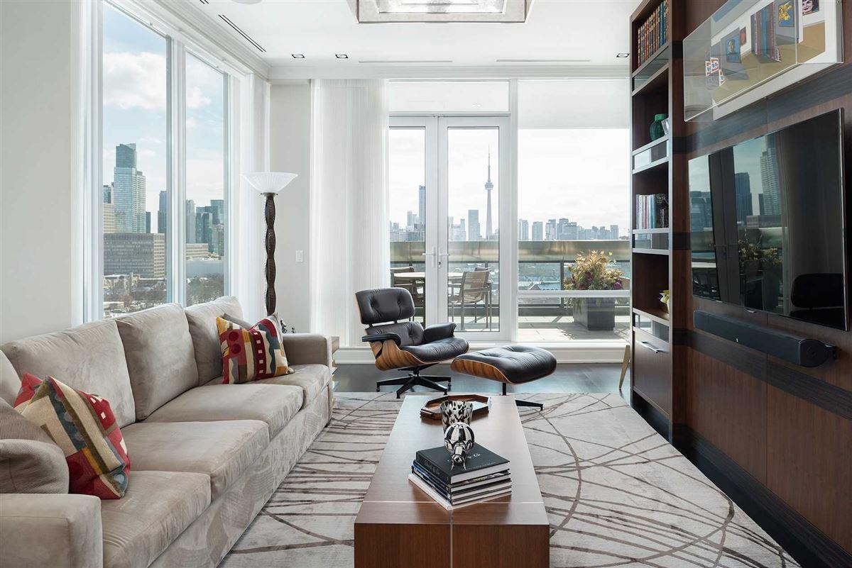 Luxury real estate full-floor home at landmarked Museum House