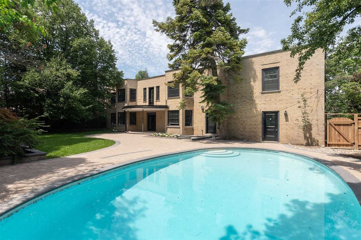 rare oasis in the heart of the city luxury real estate