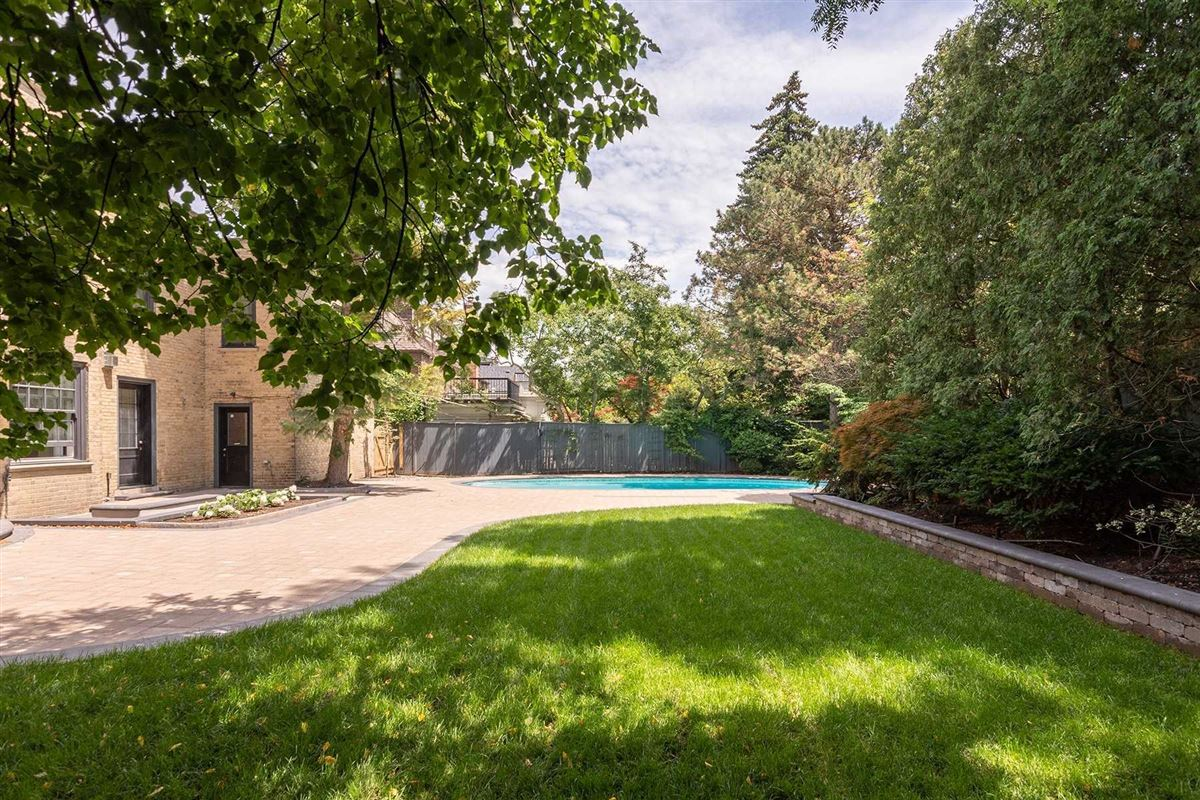 rare oasis in the heart of the city luxury properties
