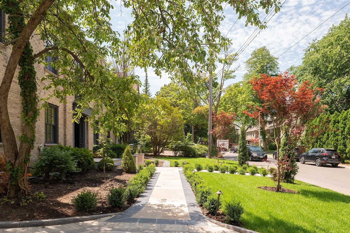 Mansions rare oasis in the heart of the city