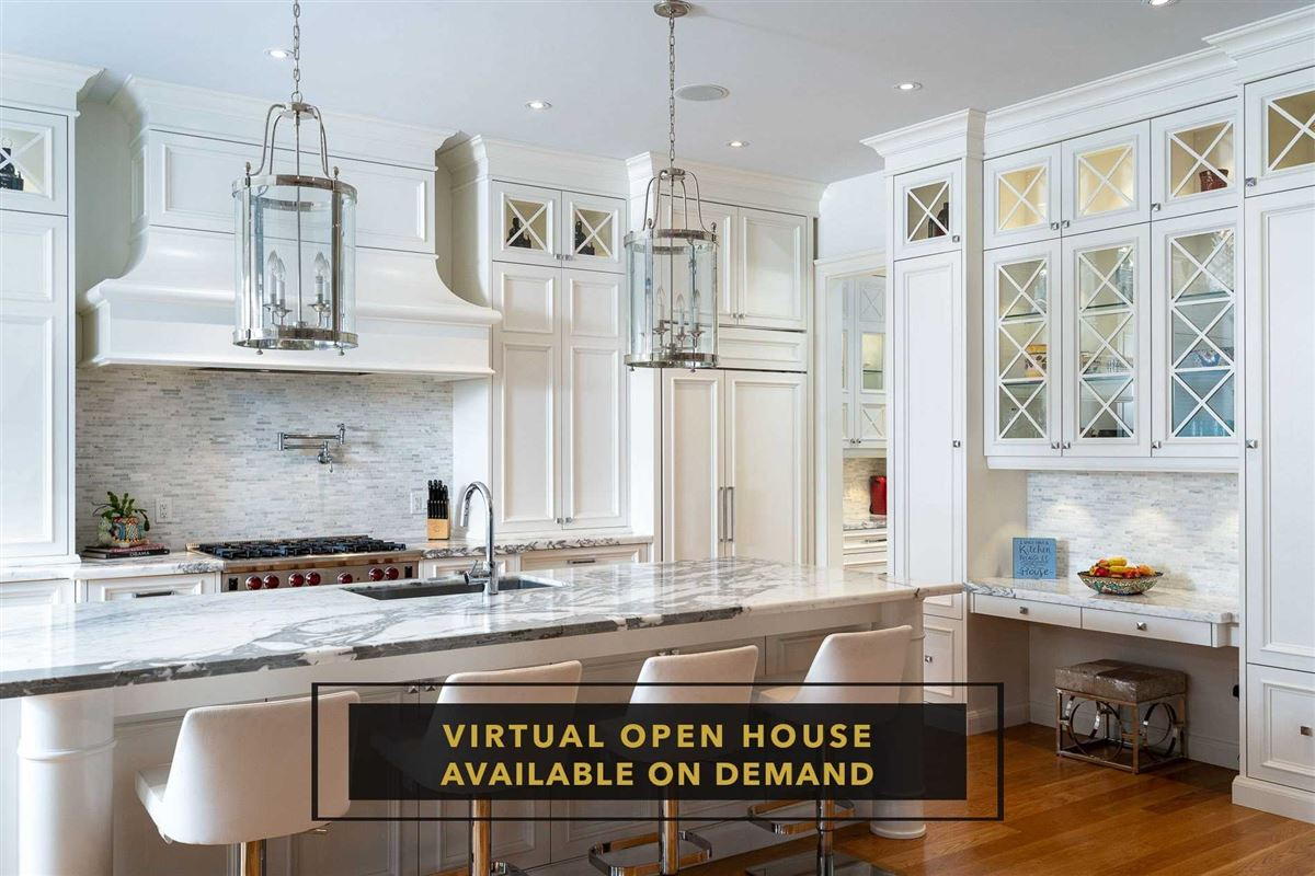 Luxury homes Hamptons-inspired custom residence in Port Credit