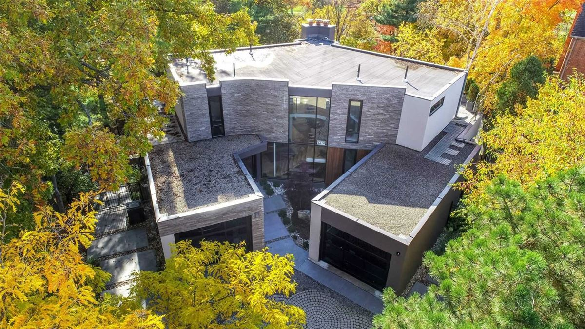 sensational Home Overlooking Mississauga Golf Country Club luxury homes