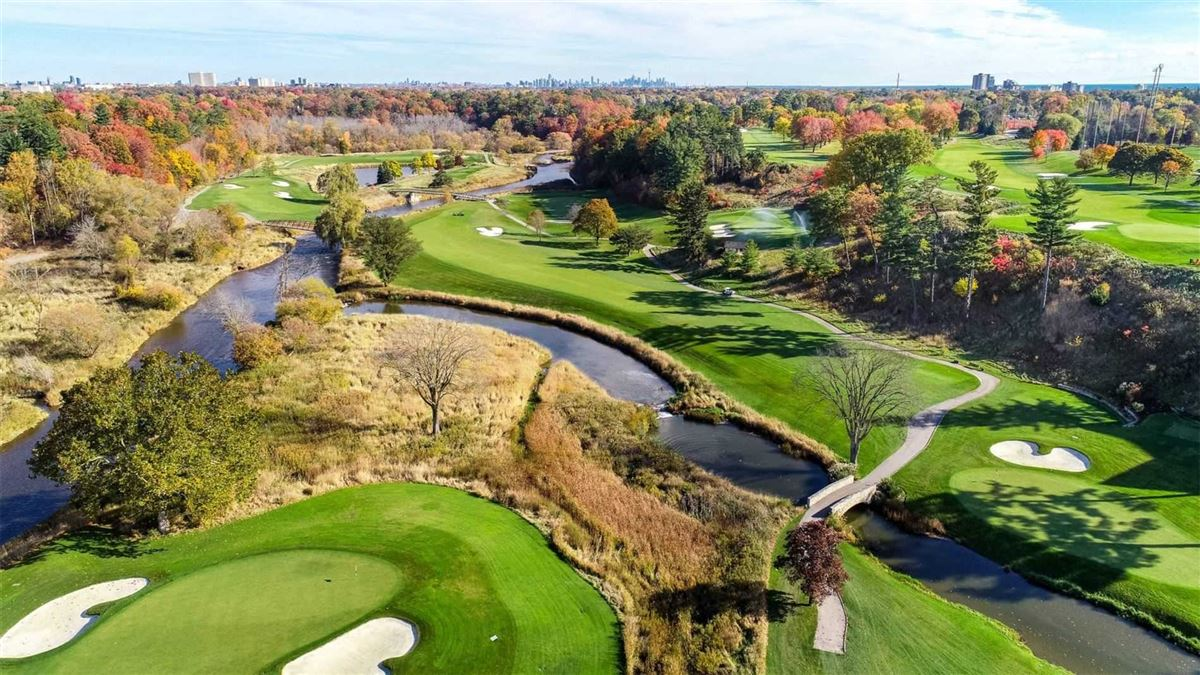 sensational Home Overlooking Mississauga Golf Country Club luxury real estate