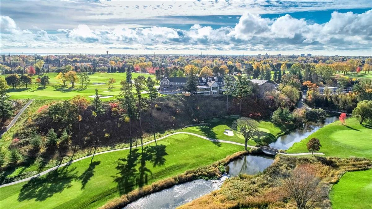 Luxury properties sensational Home Overlooking Mississauga Golf Country Club