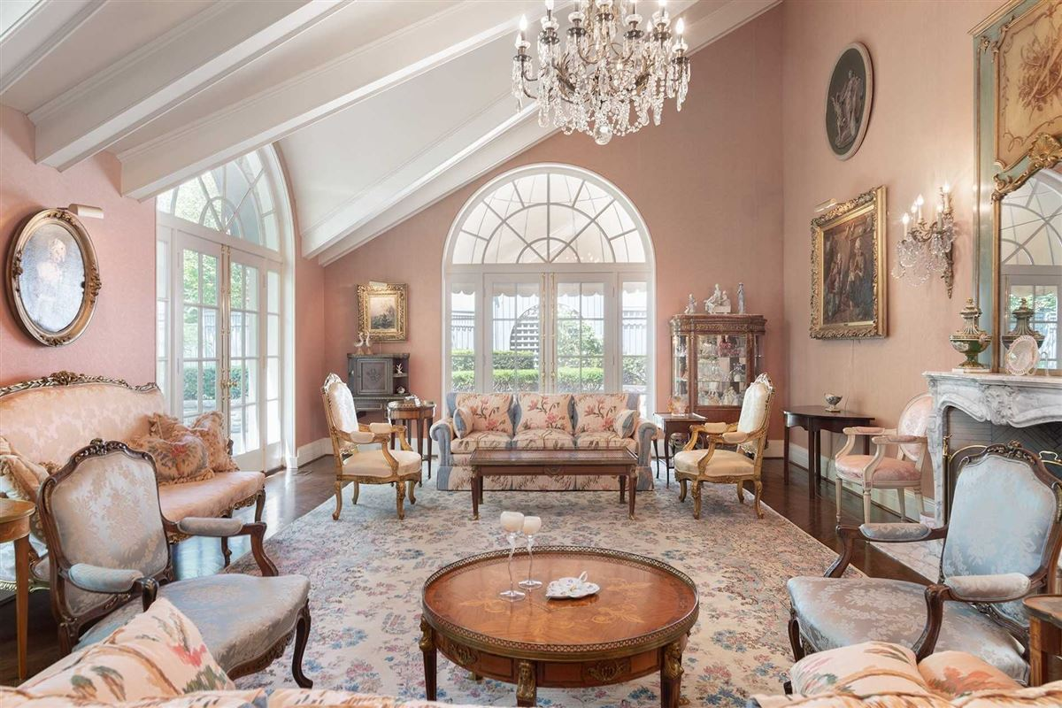 Luxury homes Sophisticated Style & Magnificent Surroundings