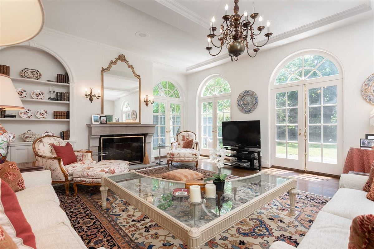 Luxury real estate Sophisticated Style & Magnificent Surroundings