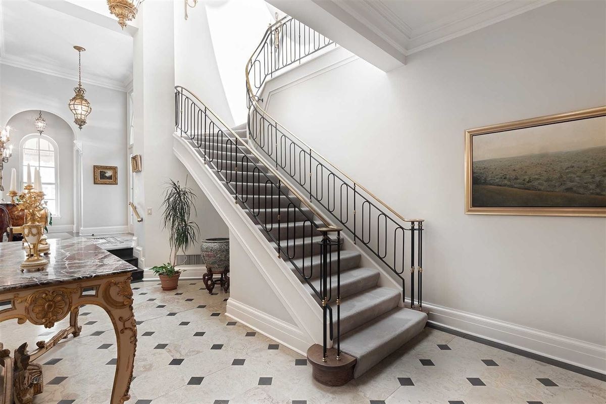 Sophisticated Style & Magnificent Surroundings luxury properties