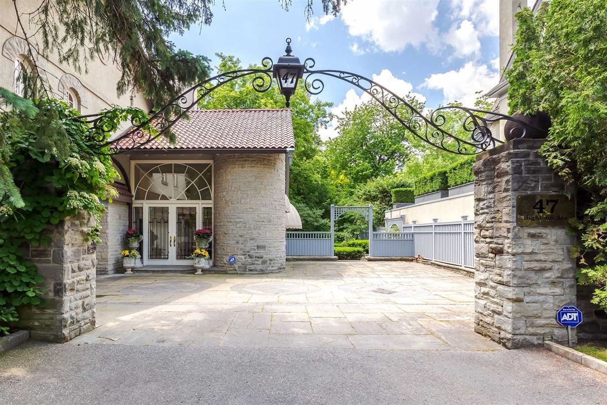 Sophisticated Style & Magnificent Surroundings luxury homes