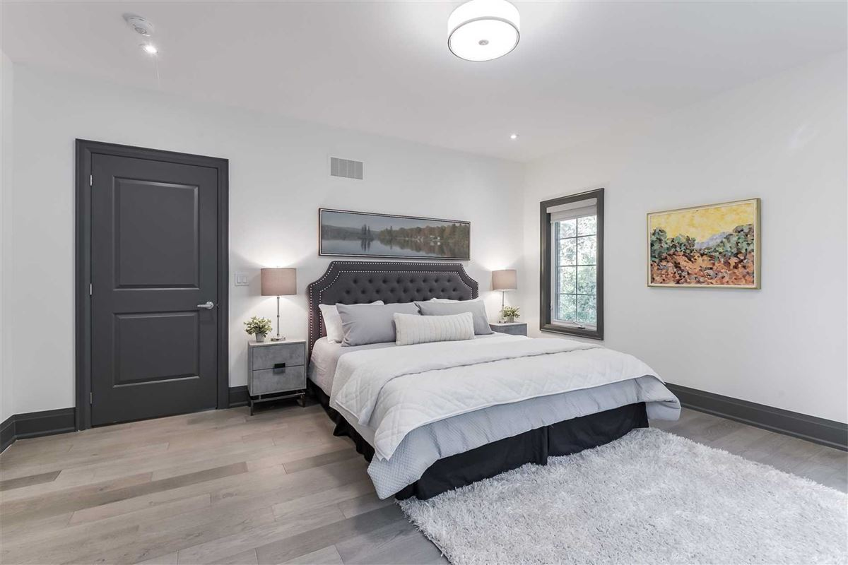 Mansions in upgraded townhome on a treed lot