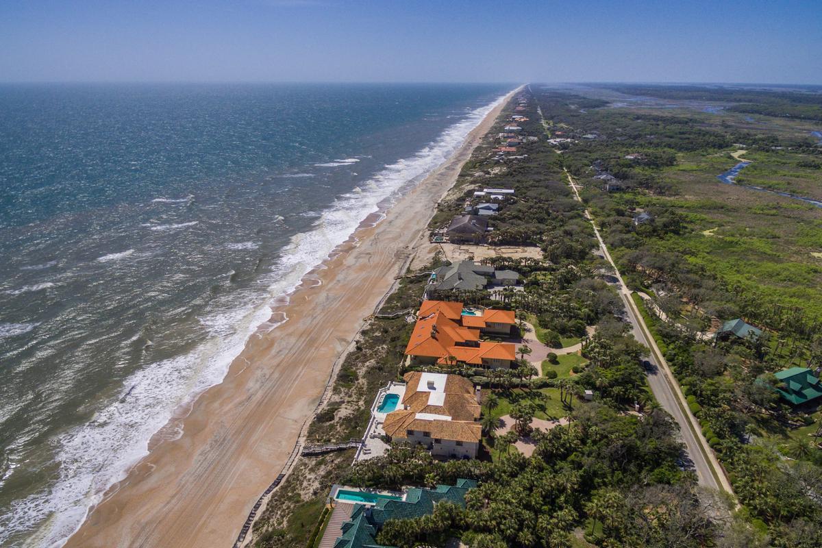 Timelessly elegant oceanfront estate mansions