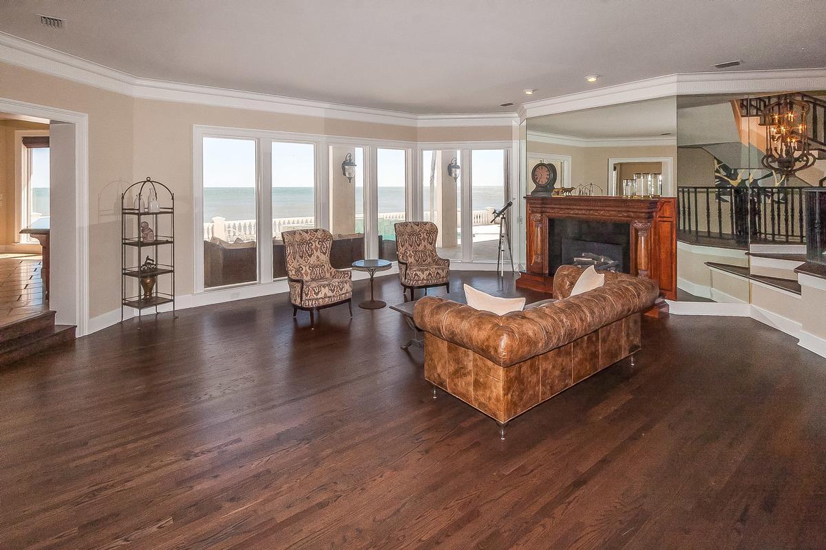 Mansions Timelessly elegant oceanfront estate