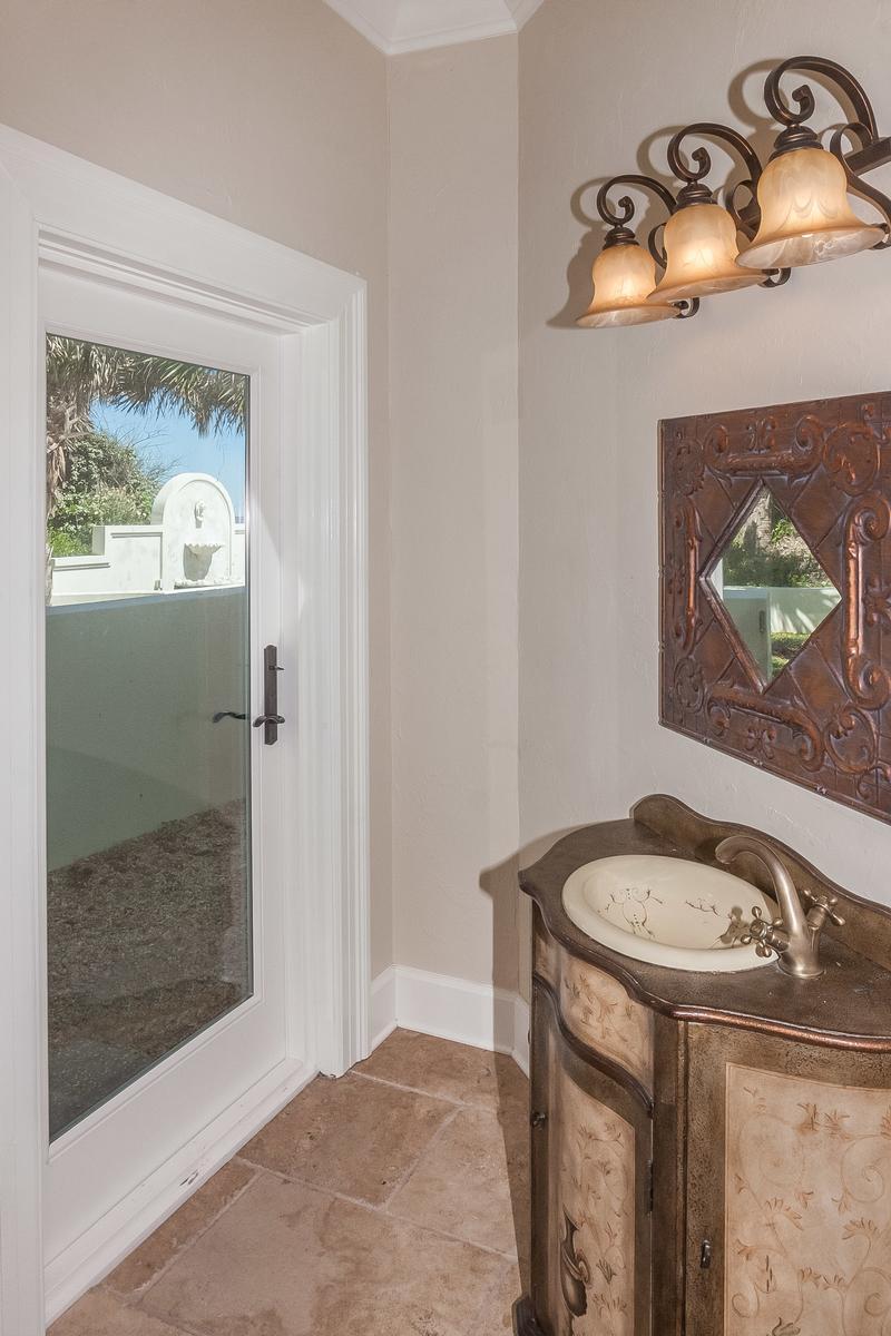 Luxury homes Timelessly elegant oceanfront estate