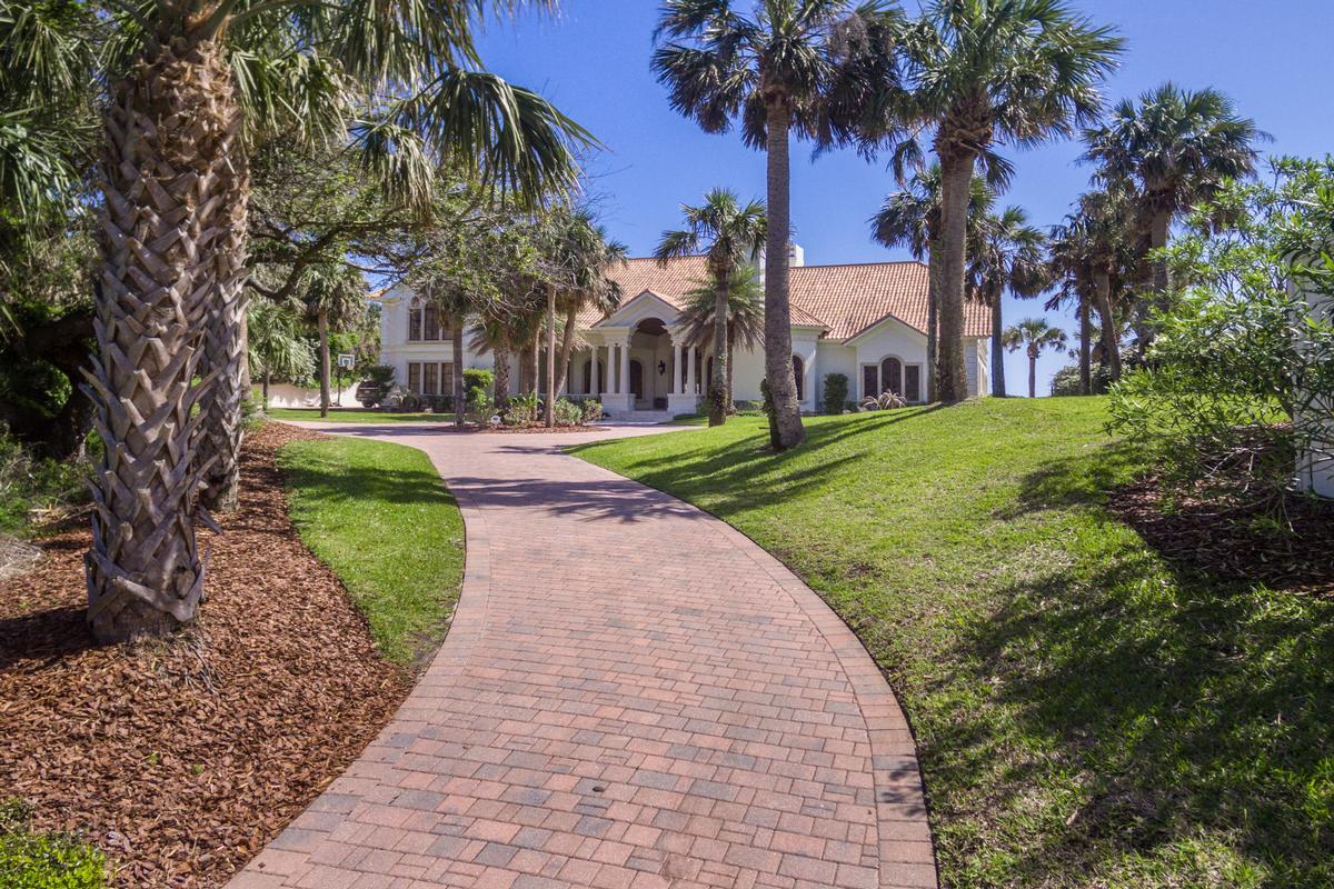 Luxury homes in Timelessly elegant oceanfront estate