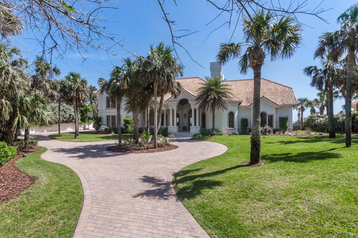 Mansions in Timelessly elegant oceanfront estate