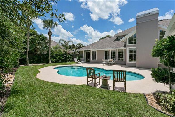Luxury homes in beachside property