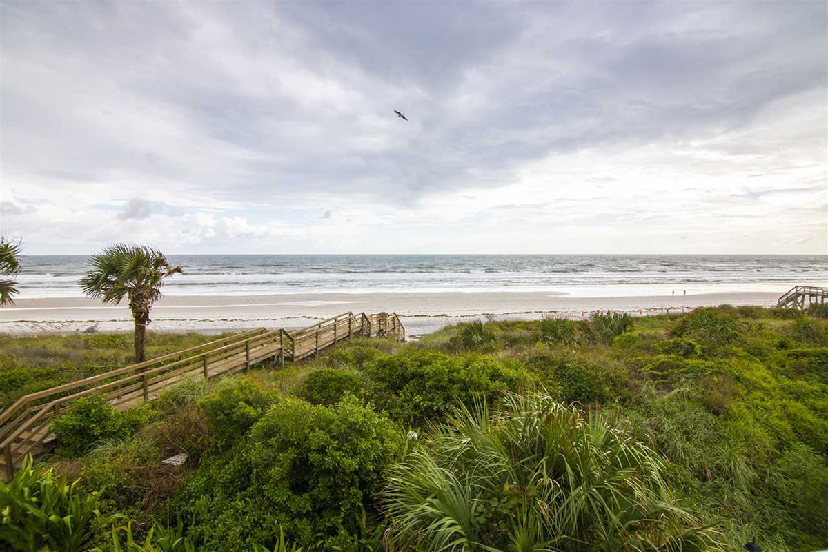 Luxury homes Spectacular oceanfront pool home on Crescent Beach