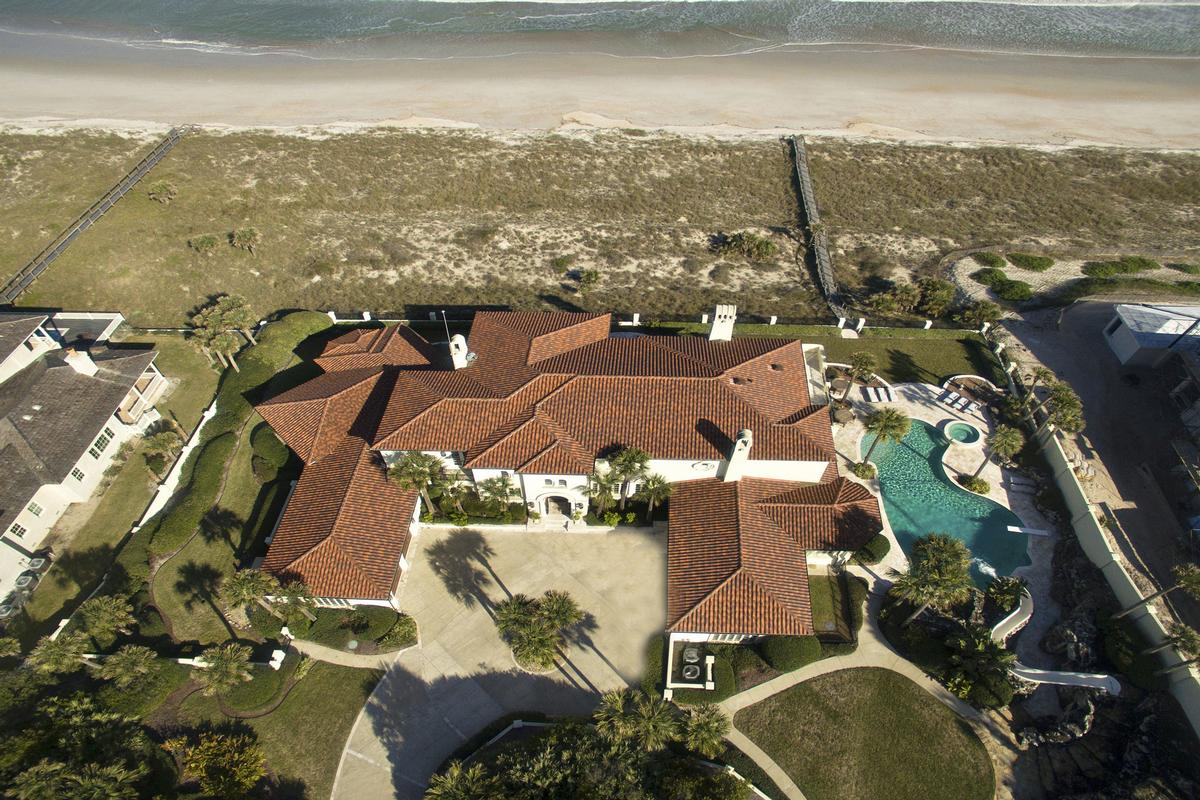 Luxury properties Magnificent estate home on the ocean