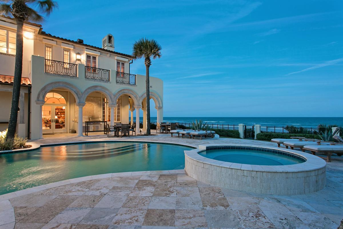 Magnificent estate home on the ocean luxury homes