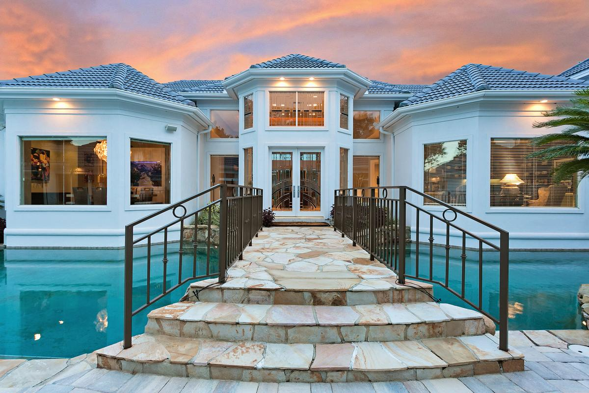 Exquisite navigable waterfront property luxury homes