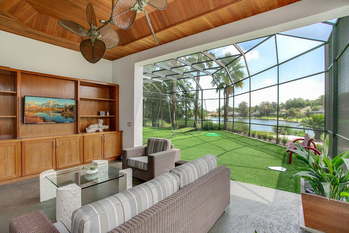 Luxury homes Exquisite navigable waterfront property