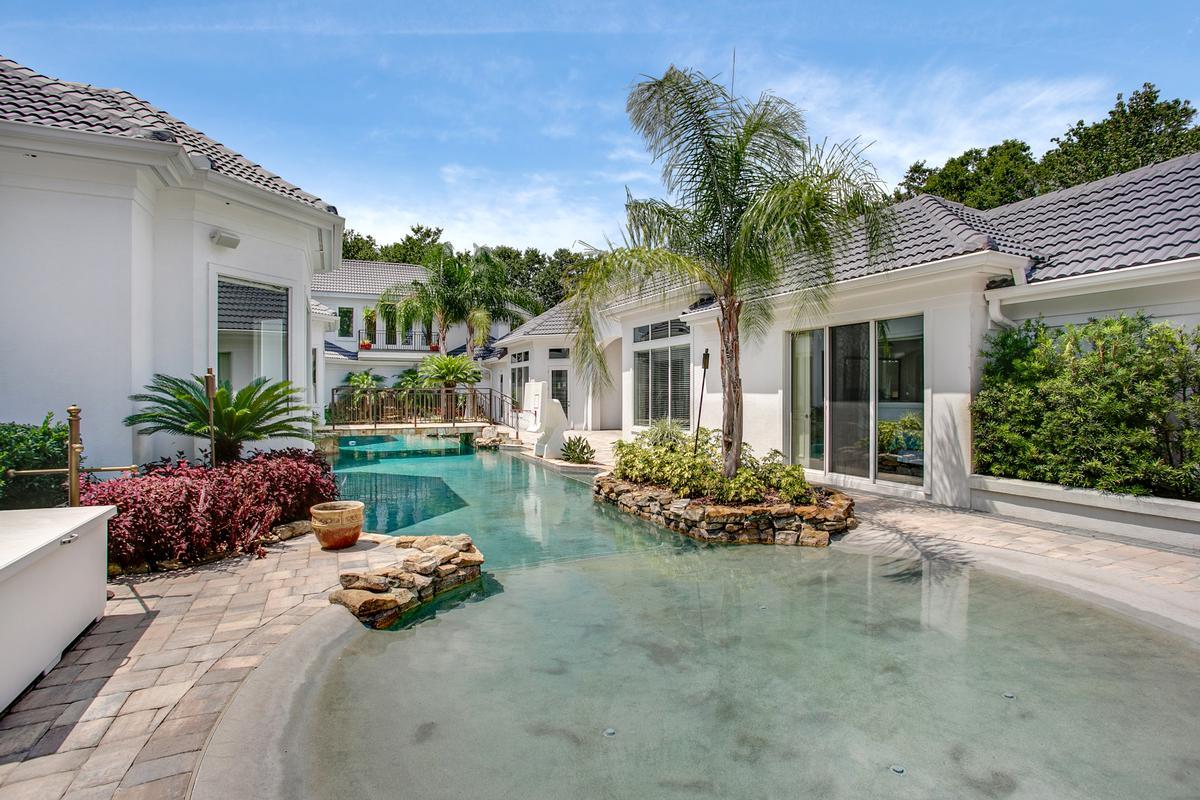 Mansions Exquisite navigable waterfront property