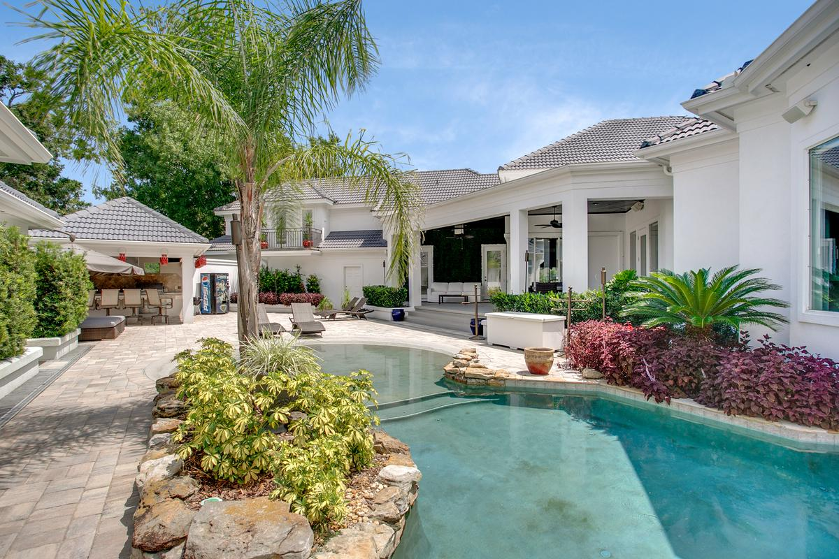 Exquisite navigable waterfront property mansions