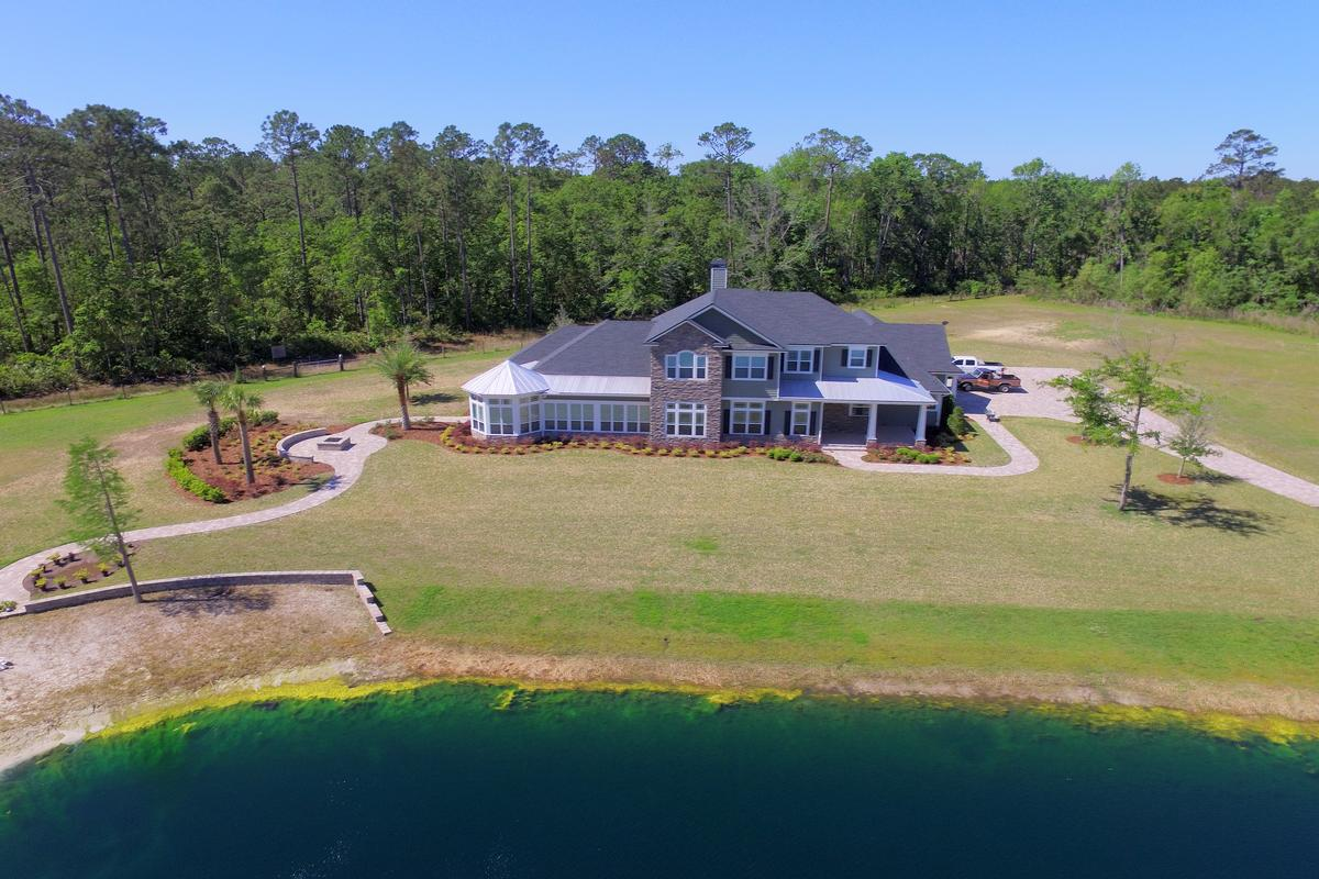 Mansions luxury in the country