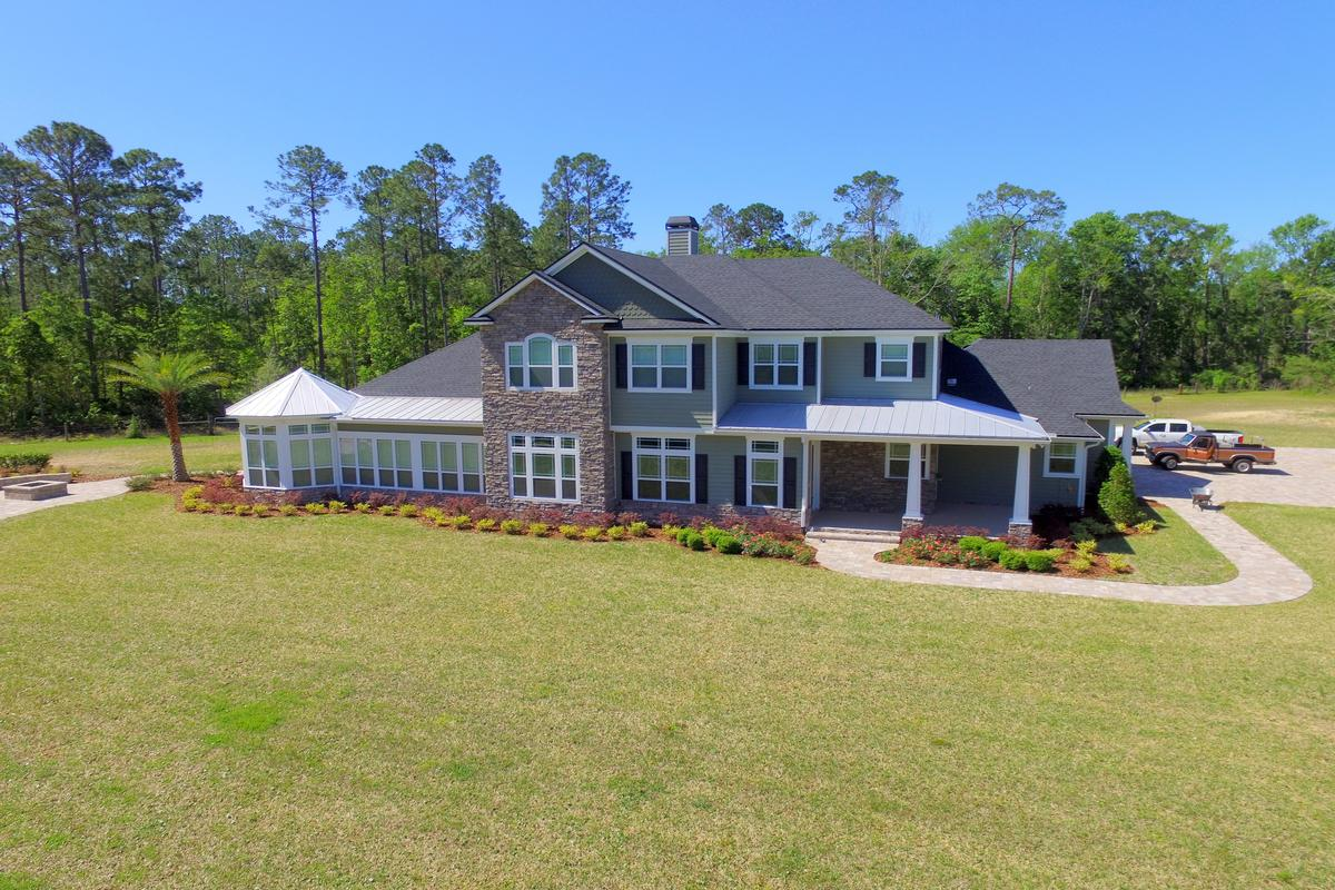 Luxury homes in luxury in the country