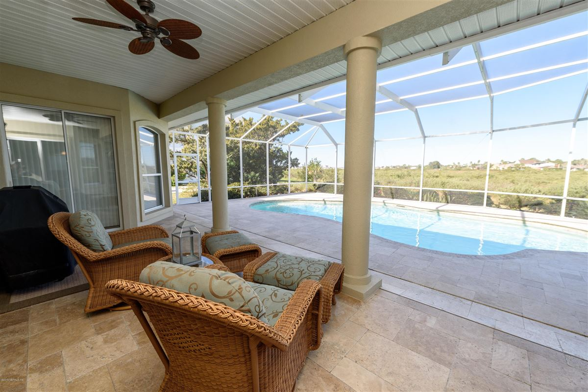 Mansions in open layout with magnificent intracoastal views