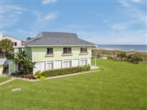 Mansions Spacious oceanfront home