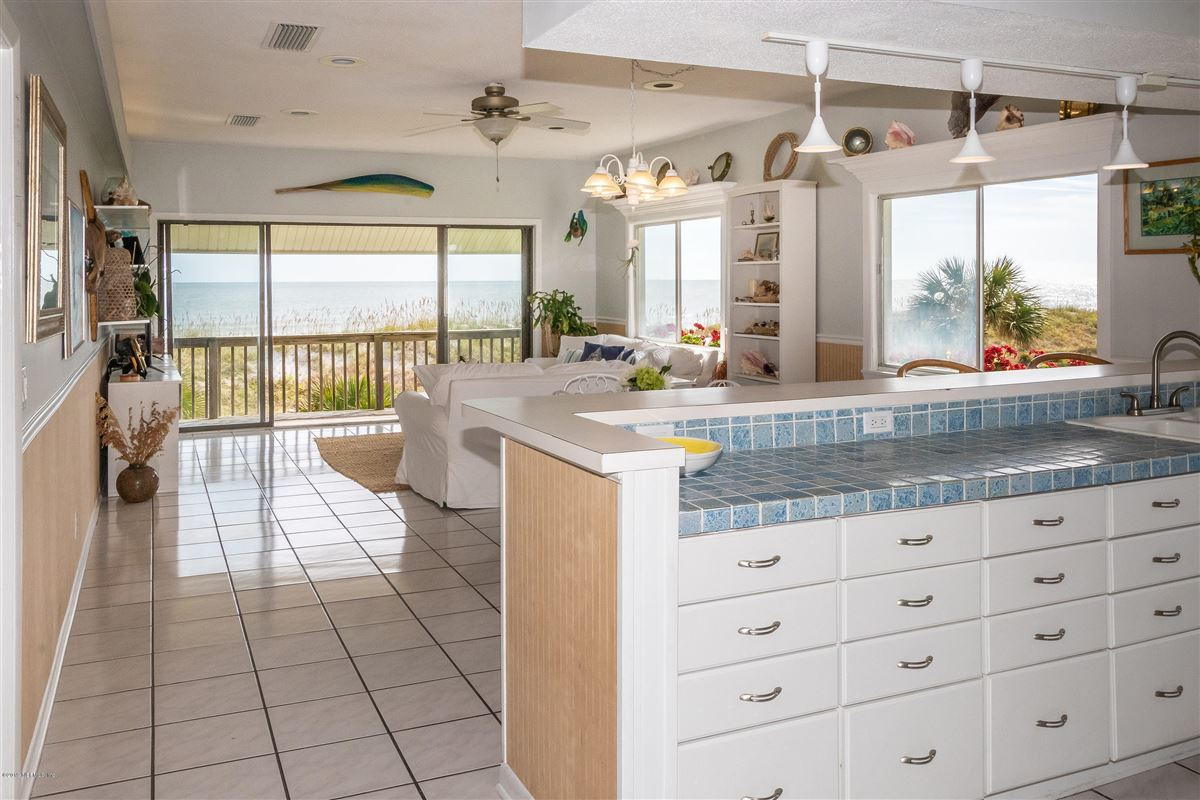 Spacious oceanfront home mansions