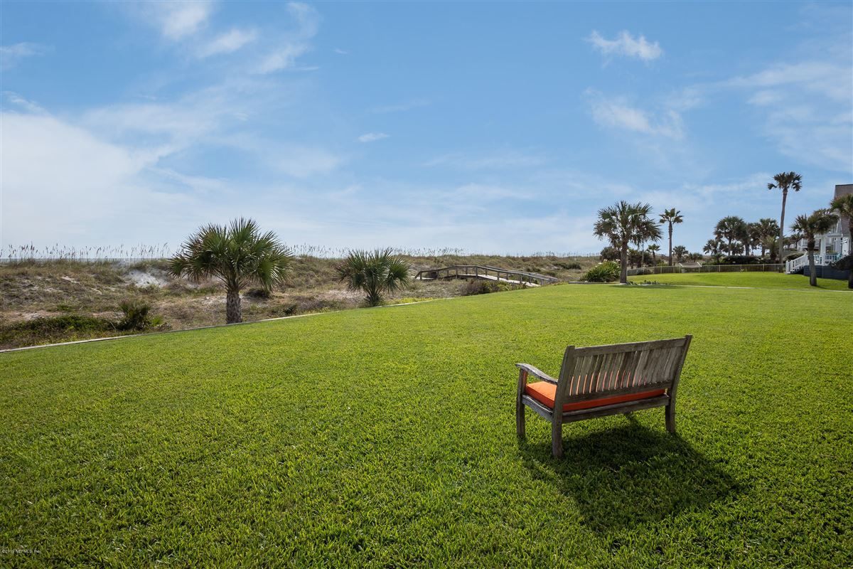 Luxury homes Spacious oceanfront home