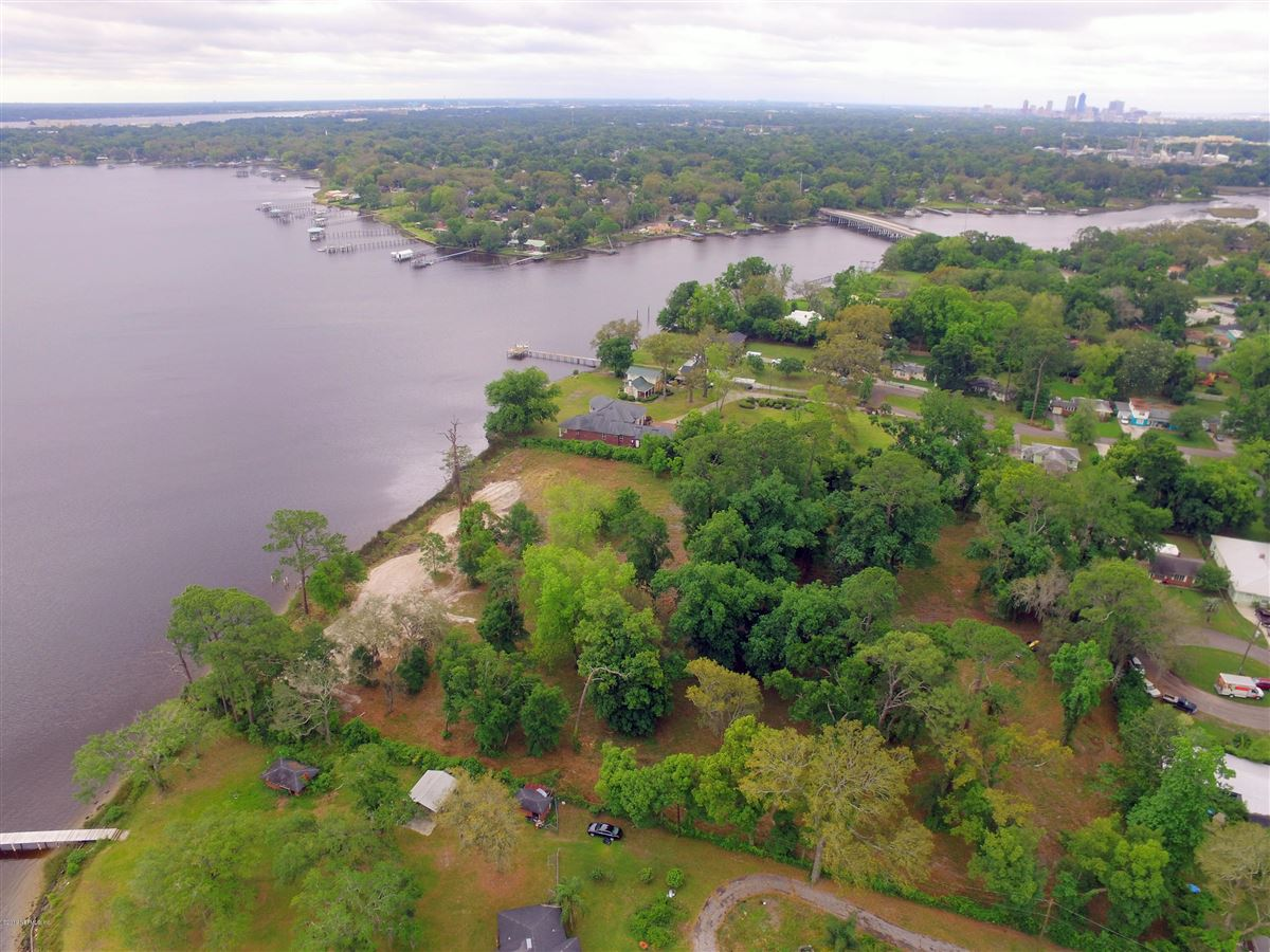 Mansions deep waterfront ready for a dream home