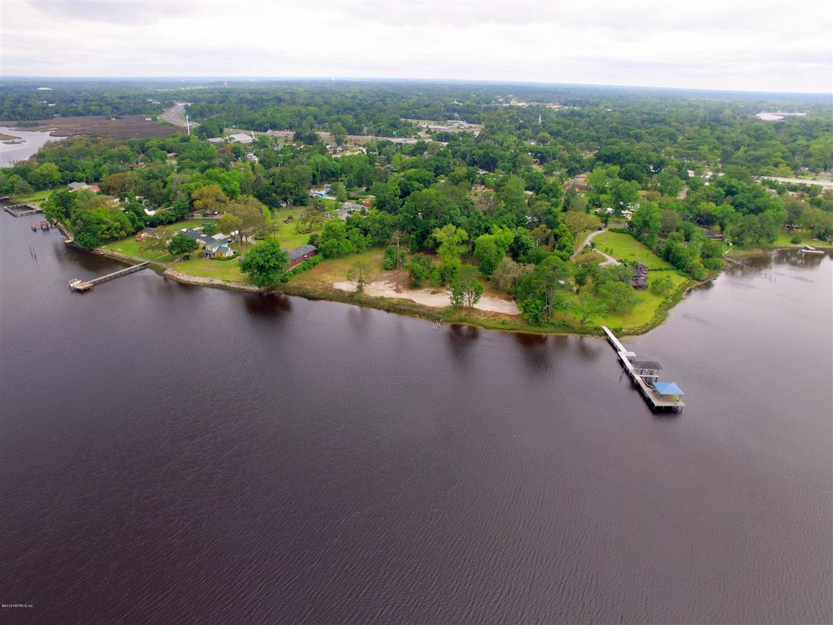 Luxury homes in deep waterfront ready for a dream home