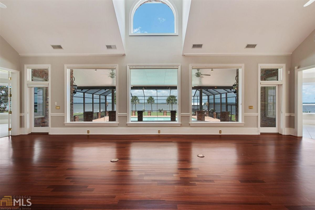 Luxury homes private riverfront retreat