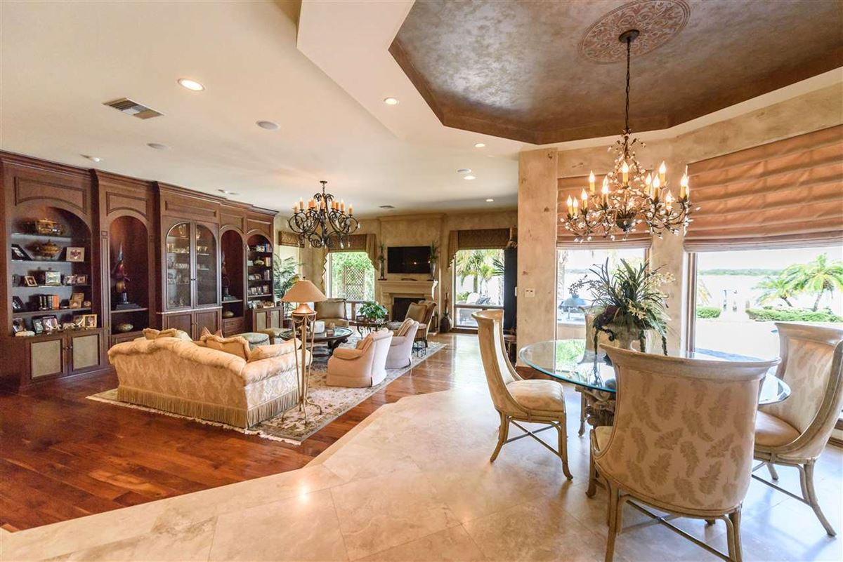 Luxury homes in A Boaters paradise