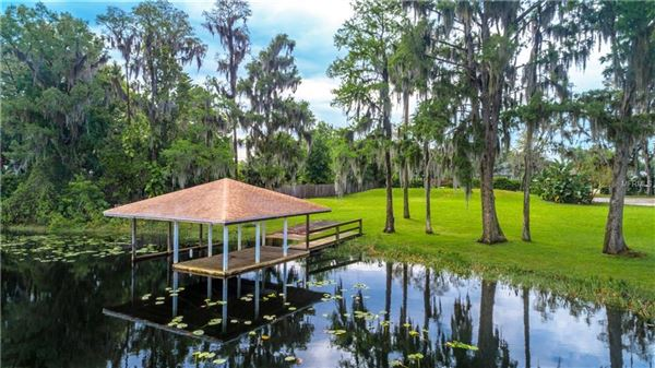Unbelievable lakefront home on over 2 acres mansions