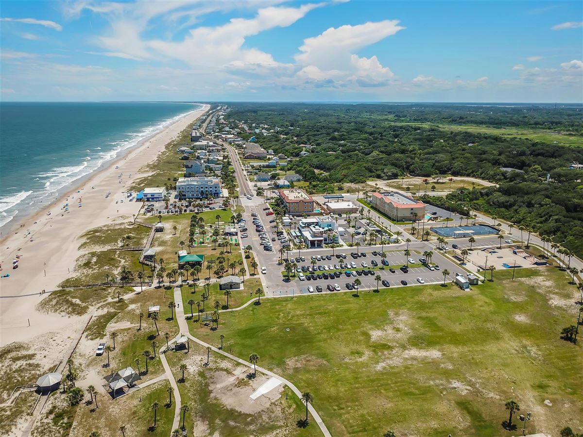 LARGE OCEANFRONT LOT mansions