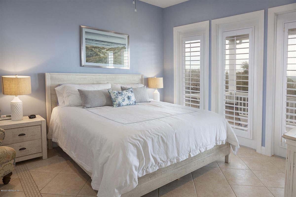 Luxury homes in Seawatch