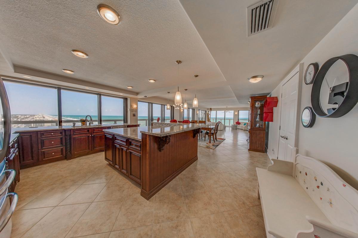 Stunning 360° Daytona Beach and ocean views luxury properties