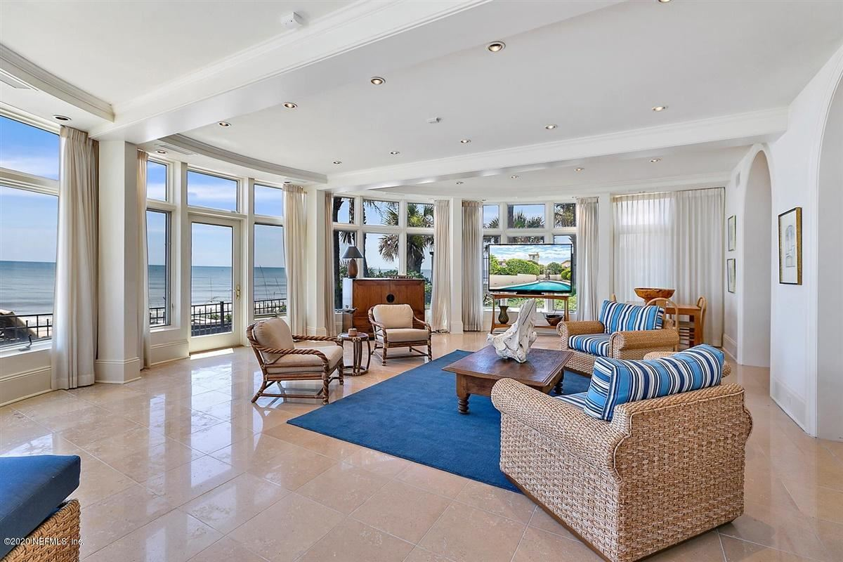 Iconic Oceanfront Living luxury homes