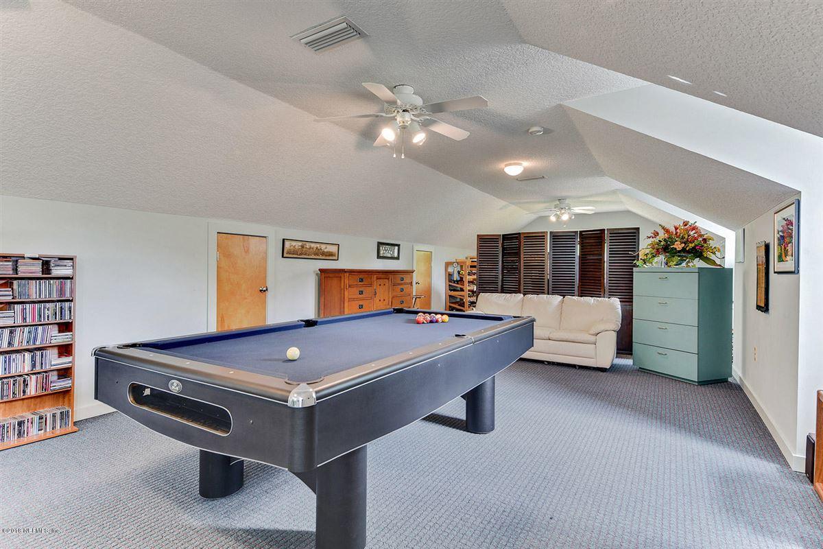 Luxury real estate custom estate home in Whitelock Farms