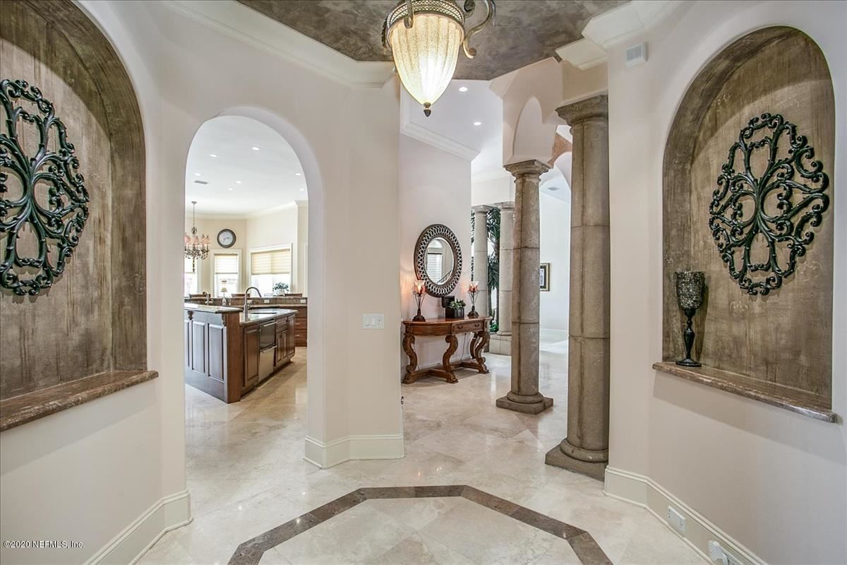 Mansions large home on NAVIGABLE WATERFRONT ESTATE LOT