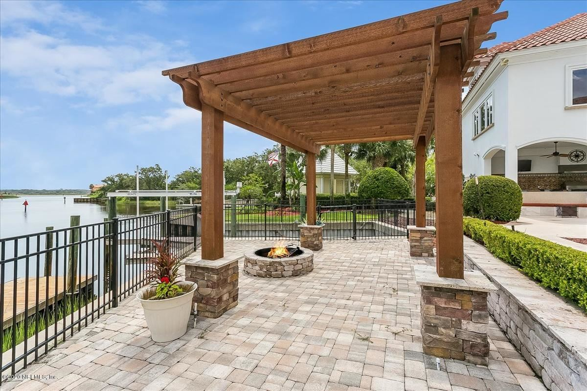 Luxury properties large home on NAVIGABLE WATERFRONT ESTATE LOT