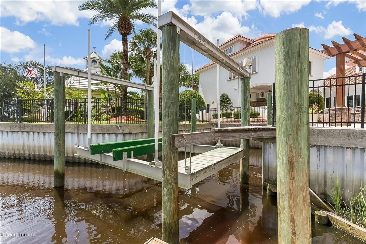large home on NAVIGABLE WATERFRONT ESTATE LOT  mansions