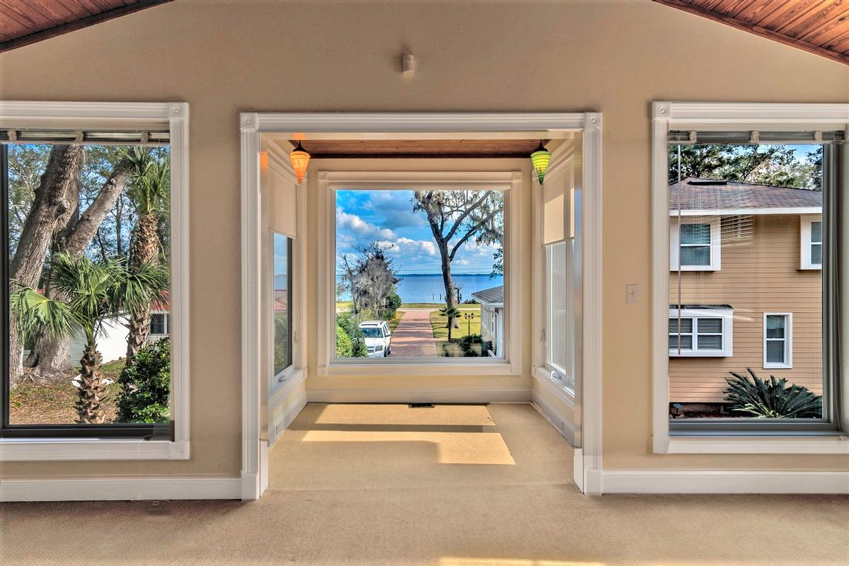 Luxury homes in beautiful riverfront property in orange park