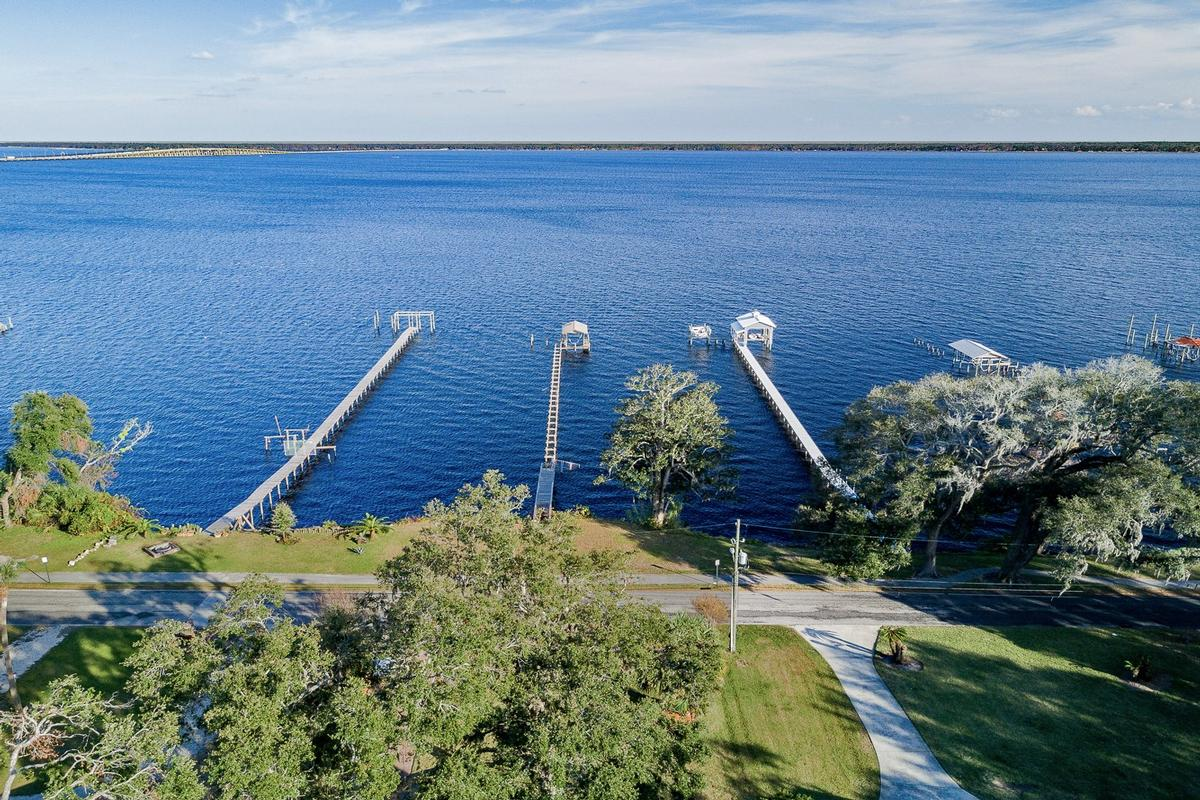beautiful riverfront property in orange park luxury real estate