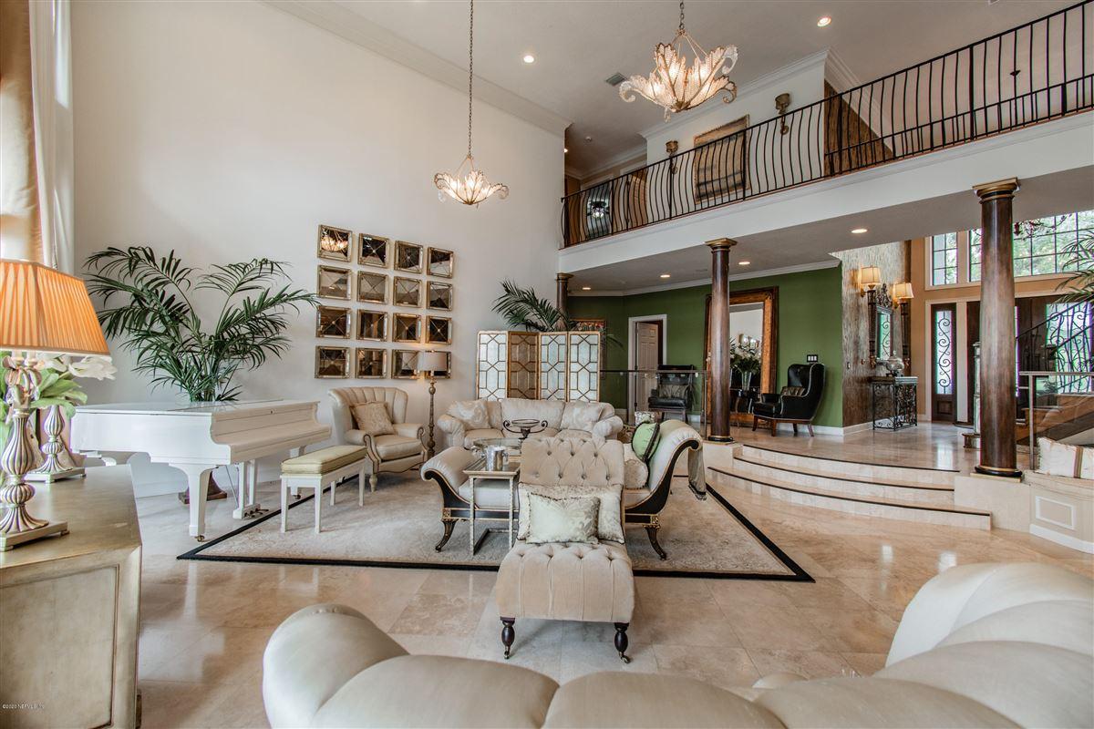 Mansions in beautiful home in prestigious Marsh Landing