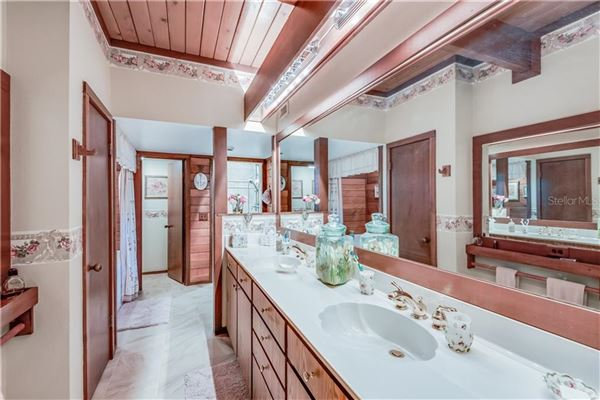 Luxury real estate estate-style home in coveted Knollwood community